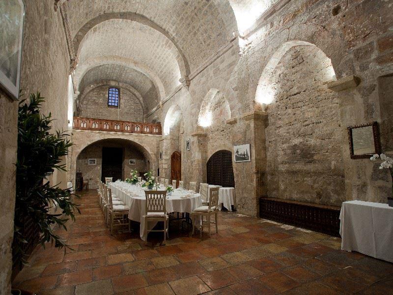 Abbaye de sainte croix lieu s minaire 13 salon de provence for Croix rouge salon de provence
