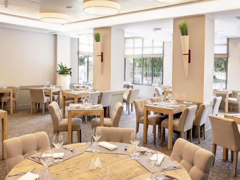 Restaurant Place De L Ermitage Paris